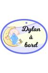 Bébé à bord pour garçon debout avec doudou