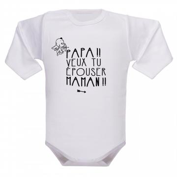 Un vêtement de naissance porteur d'une demande destinée à papa !